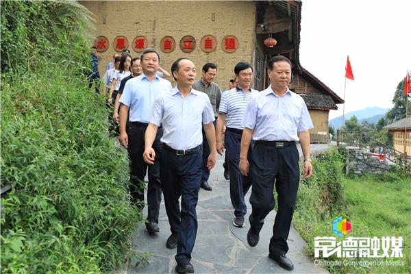 周德睿曹立军率党政代表团赴湘西张家界考察