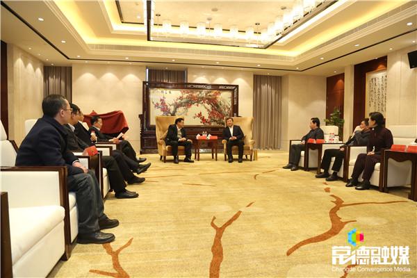 曹立军与南航深圳分公司总经理刘国军座谈时指出  全力推动常德到深圳加开航班航线