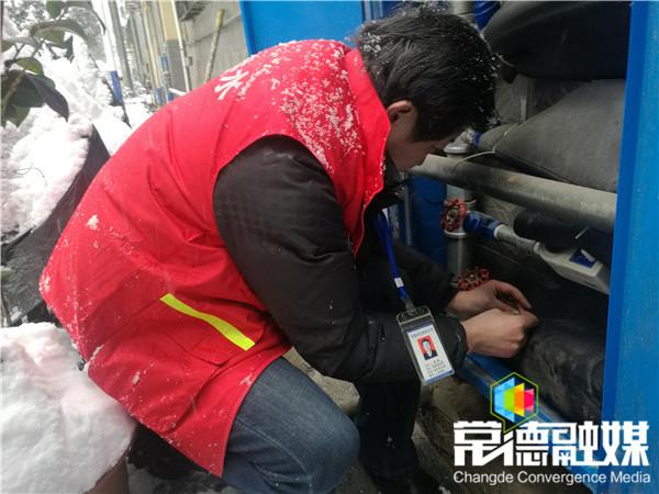 市自来水有限责任公司迎战冰雪保供水