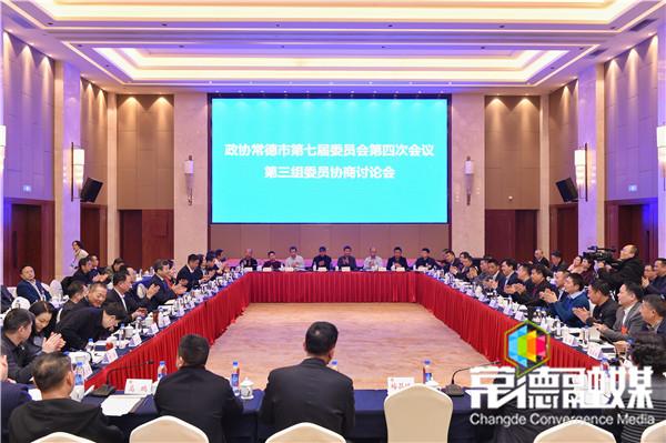 曹立军参加委员分组协商讨论