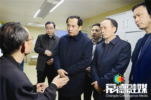 许显辉赴常德指挥救援并前往医院看望伤者  要求不惜一切代价 全力抢救伤员