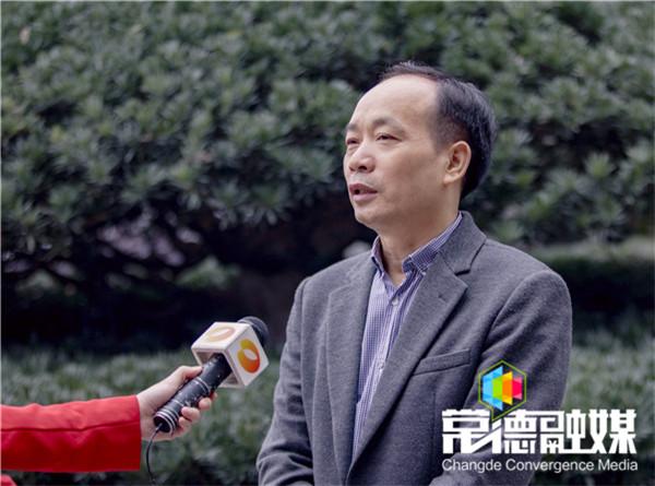 周德睿接受湖南卫视专访时指出:关键要推动开放强市产业立市战略落地落实