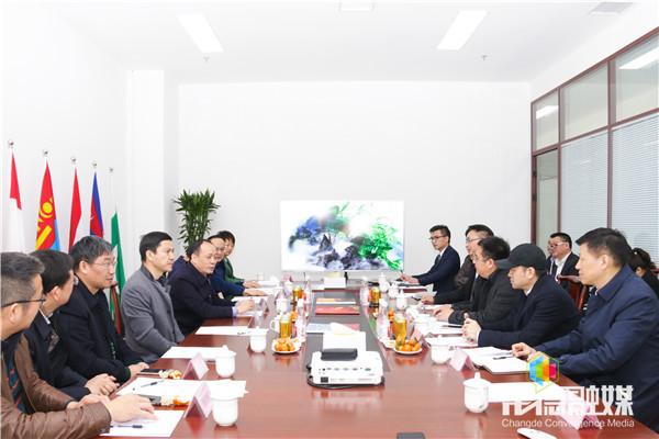 龙宇翔周德睿商谈在常举办国际高峰论坛